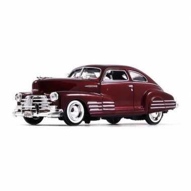 Modelauto chevrolet fleetline aerosedan 1948 rood schaal 1:24/21 x 8 x 6 cm