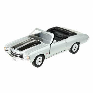 Modelauto chevrolet oldtimer 1971 chevelle zilver grijs 1:34