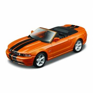 Modelauto ford mustang gt convertible 2010 oranje schaal 1:32/14 x 6 x 4 cm