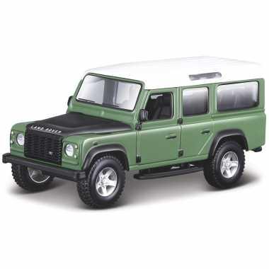 Modelauto land rover defender 110 groen 1:32